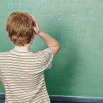 La dyscalculie se manifeste souvent à l'âge scolaire