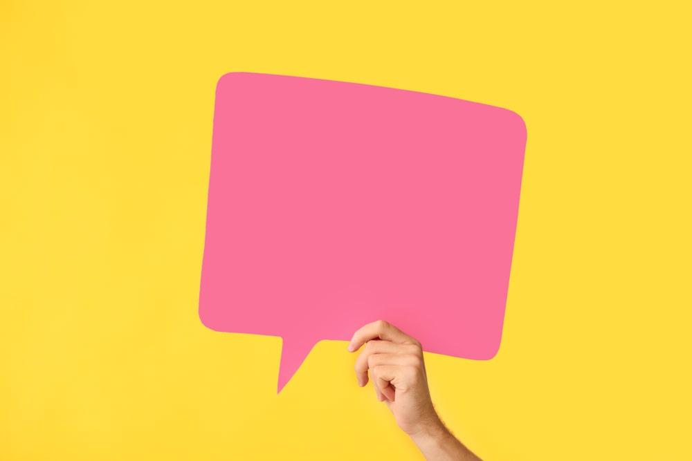 La féminisation de la voix permet à la femme transgenre de s'approprier son identité