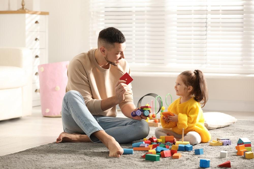 Un père met en pratique les conseils liés au bégaiement