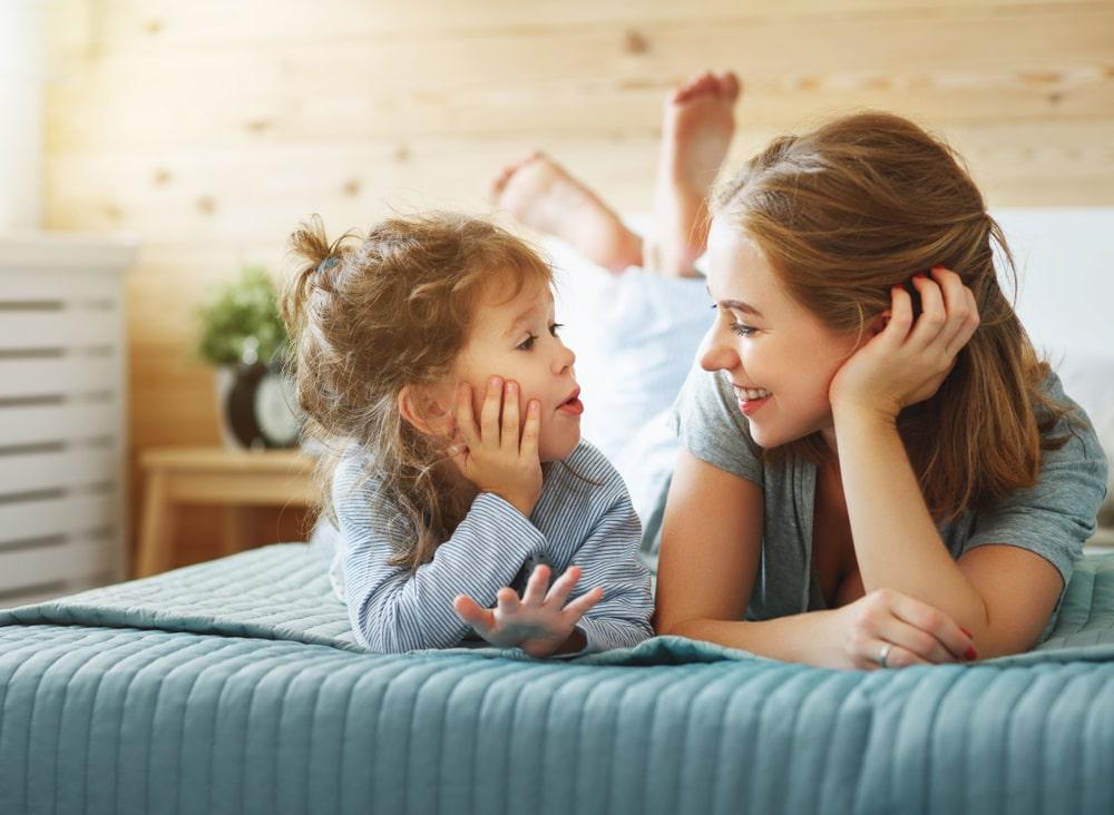 La stimulation du langage entre une mère et sa fille